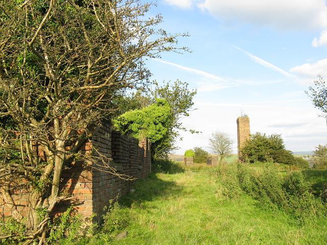 Ruins of mine above Ty Draw farm