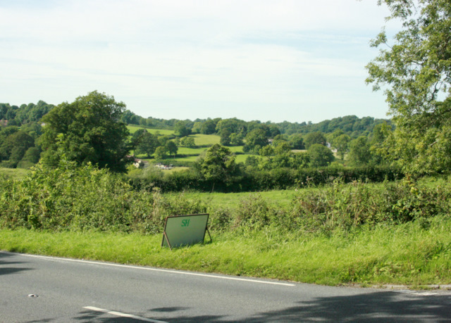 2009 : Looking across the A367 near Nettlebridge