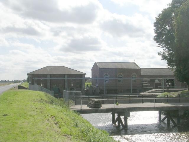 Hobhole Drain - Looking towards Lade Bank Pumping Station