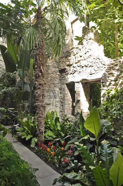 The ninfarium - Aberglasney House