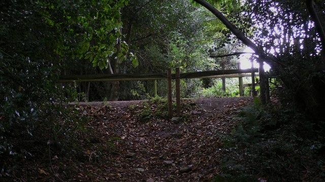 Footpath crosses farm track south of Verdley Edge