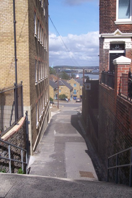 Footpath to Rochester High Street