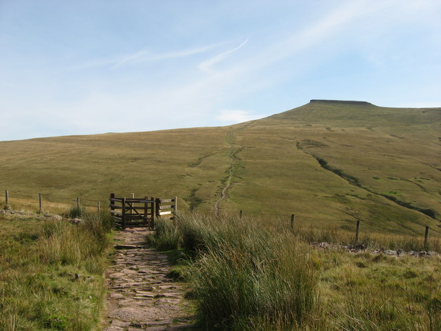 Kissing Gate on path to Corn Du.
