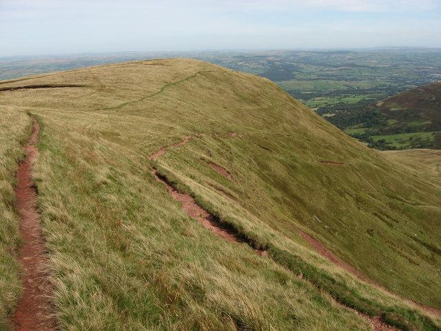 Paths diverge on Craig Cwm Llwch