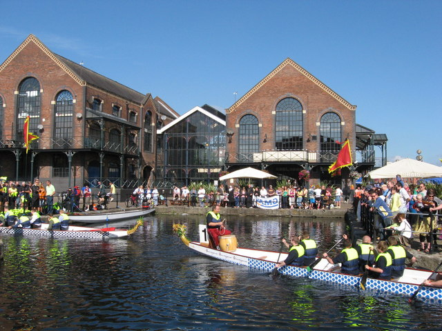 Dragon Boats, outside Wharf pub.