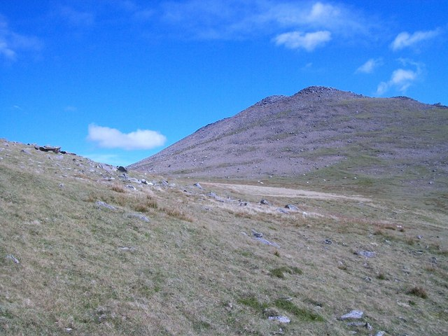 Approaching the western end of the col between Elidir Fach and Elidir Fawr