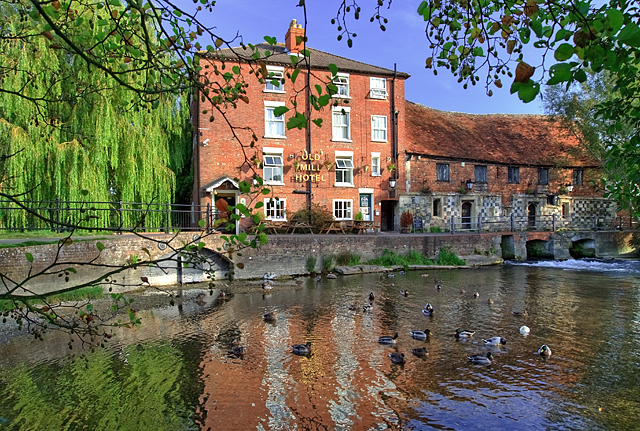 The Mill House & Old Mill - West Harnham