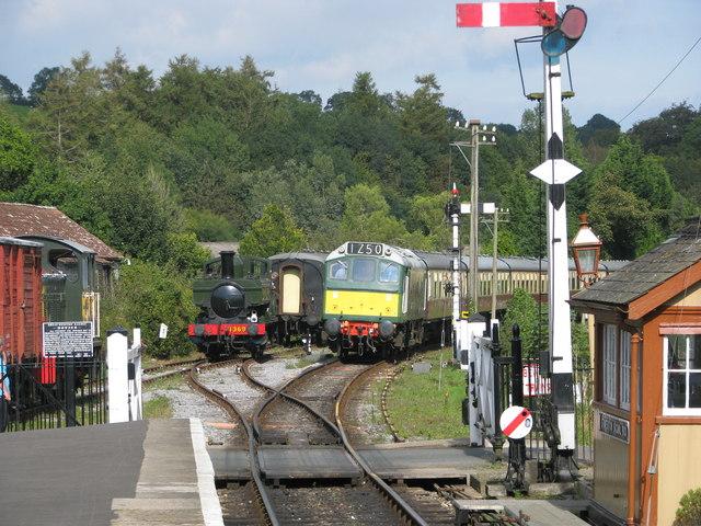 Level crossing at Staverton Station