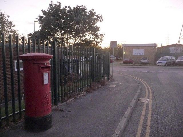 Fleetsbridge: postbox № BH17 319, Harwell Road
