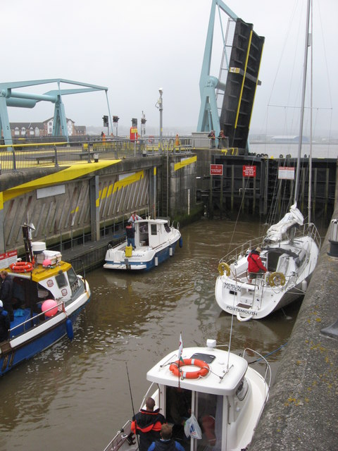 Busy time in the locks!