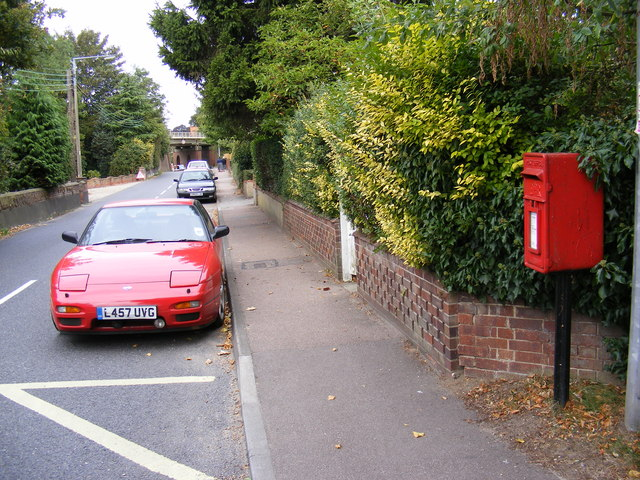 B1123 Holton Road & Hope Terrace Postbox