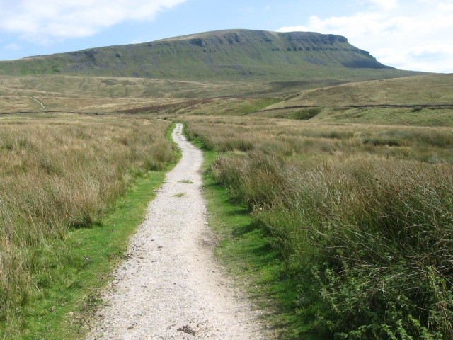 Pennine Way towards Pen-y-ghent