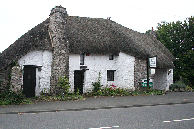 Yealmpton: Old Mother Hubbards Cottage