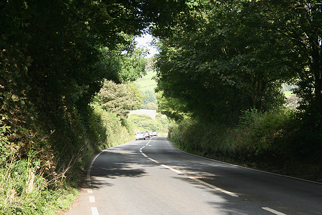 Holbeton: the road to Modbury
