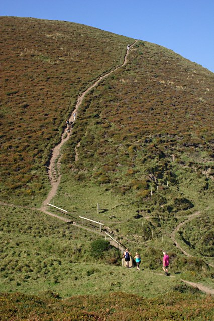 Steep path towards Cambeak