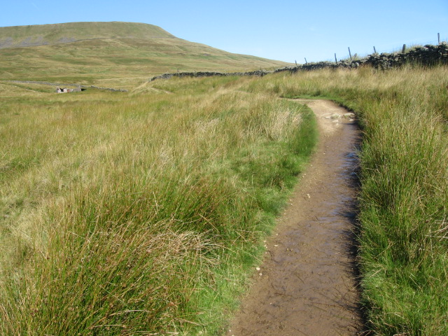 Footpath towards Simon Fell