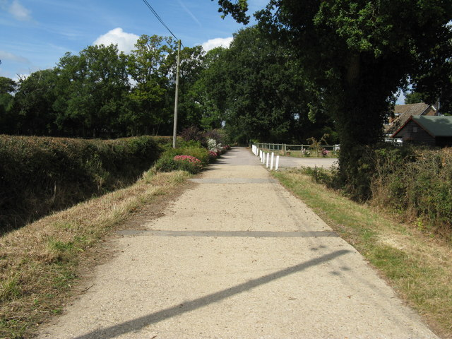 Looking west along bridleway near Naldretts Farm