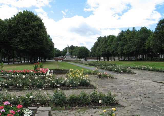 The War Memorial at Port Sunlight, from Queen Mary's Drive