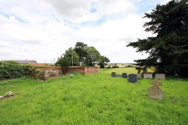 St Margaret, Hardley Street, Norfolk - Churchyard