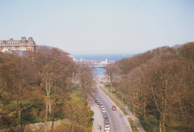 Scarborough, road to the beach