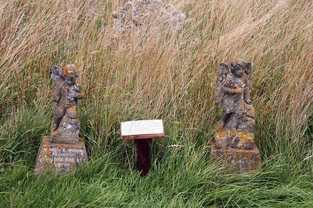 Holy Trinity, Loddon, Norfolk - Churchyard