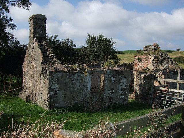 Derelict building near Glasfryn