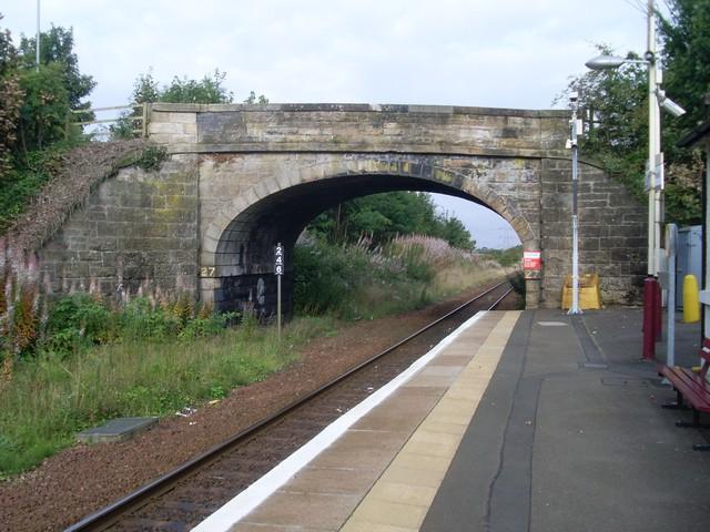 Peel Road crosses railway