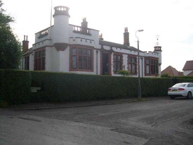Very grand house on Wellknowe Road