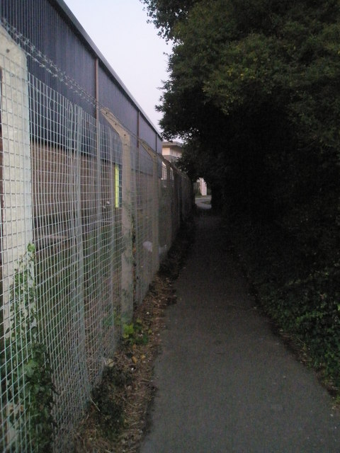 Cut through between Northarbour Road and Cow Lane