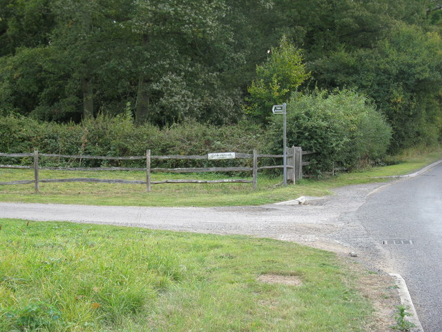 Entrance to Gemsbrook alongside bridleway