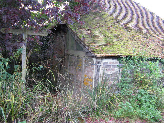 Old outbuilding at Holmbush Manor Farm