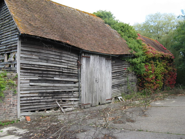 Derelict barn at Holmbush Manor Farm