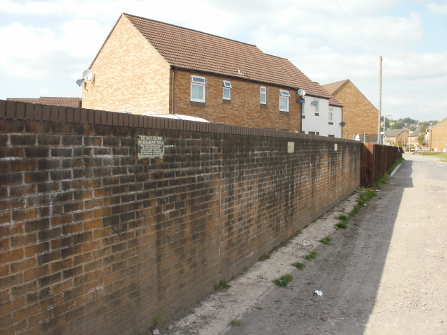 Boundary wall, Maesglas
