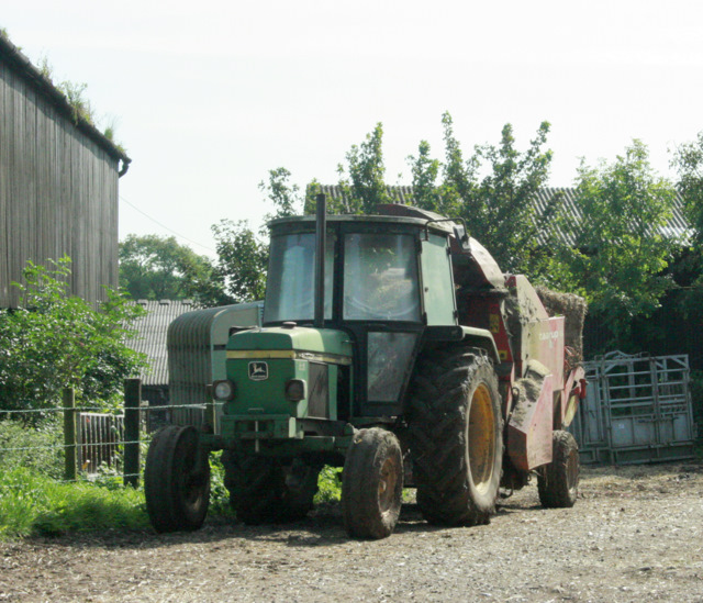 2009 : Tractor at rest, New Row