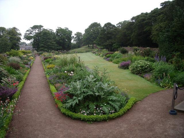Dirleton Castle, garden