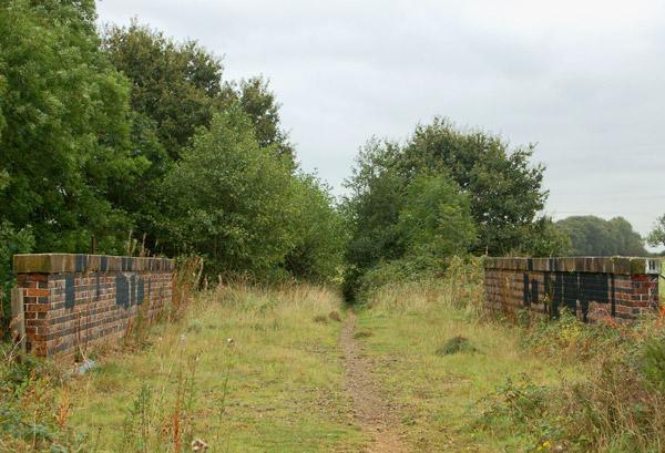 Disused railway bridge at Cawston (3)