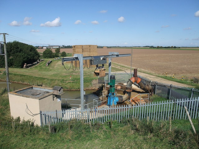 Pumping station near College Farm, Kirton Marsh