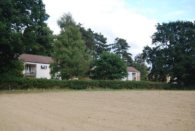 Houses on the western edge of Speldhurst