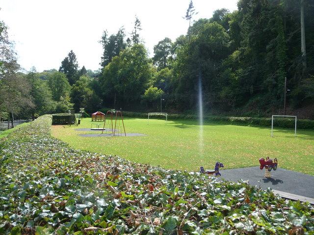 Dulverton : Playground & Hedge