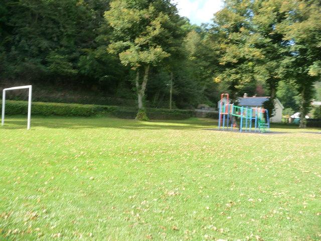Dulverton : Goalposts in the Playground