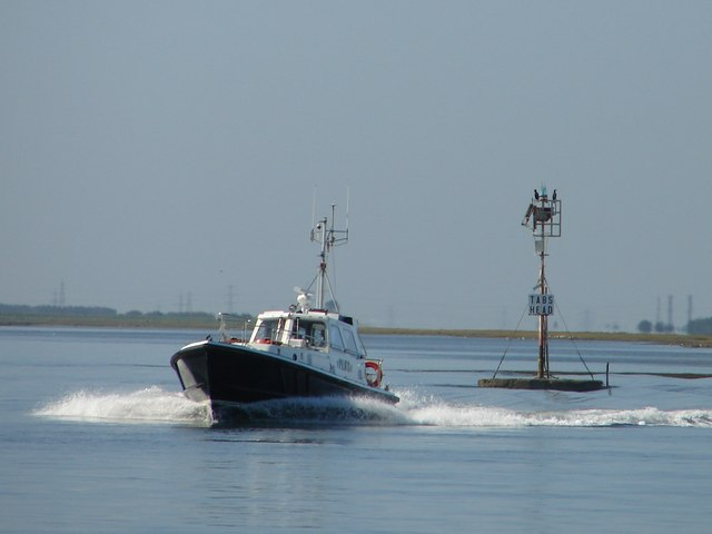 Pilot boat passing Tabs Head