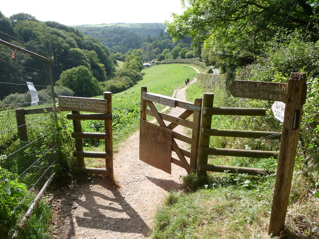 Exmoor : Scenic Footpath to Tarr Steps