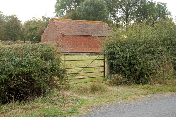 Small barn near Woolscott (1)