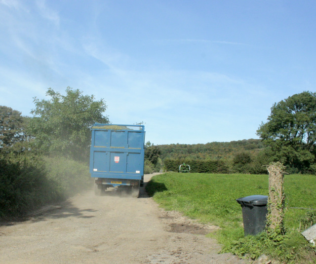 2009 : Harvest home, farm entrance on Yellingmill Lane