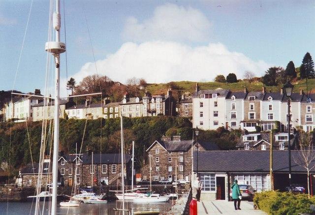 Houses above Porthmadog harbour