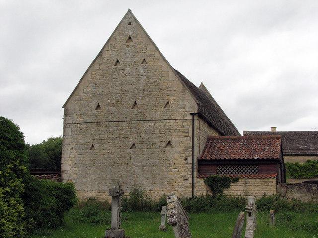 Barrowden: old stone barn next to the churchyard