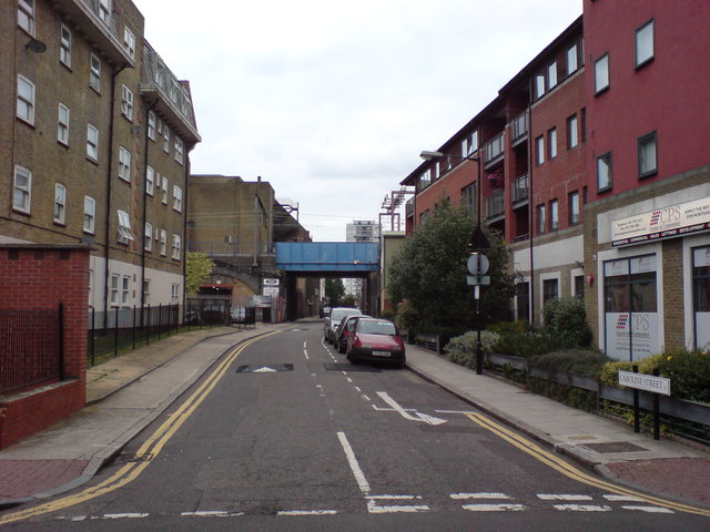 Caroline Street, E1