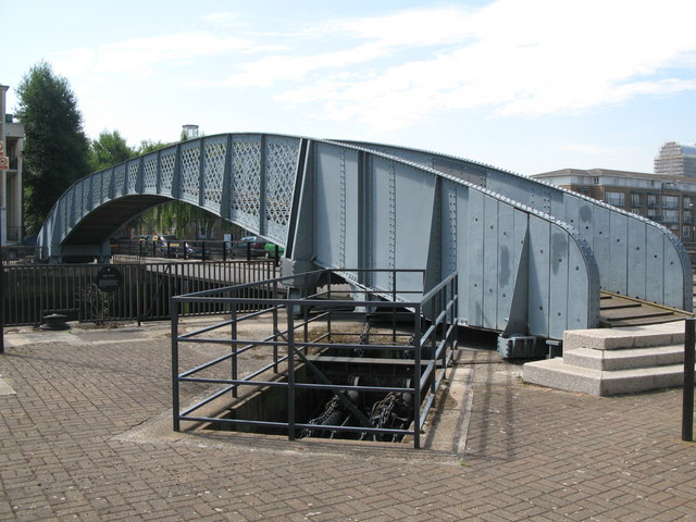 Swing bridge at the entrance to Greenland Dock