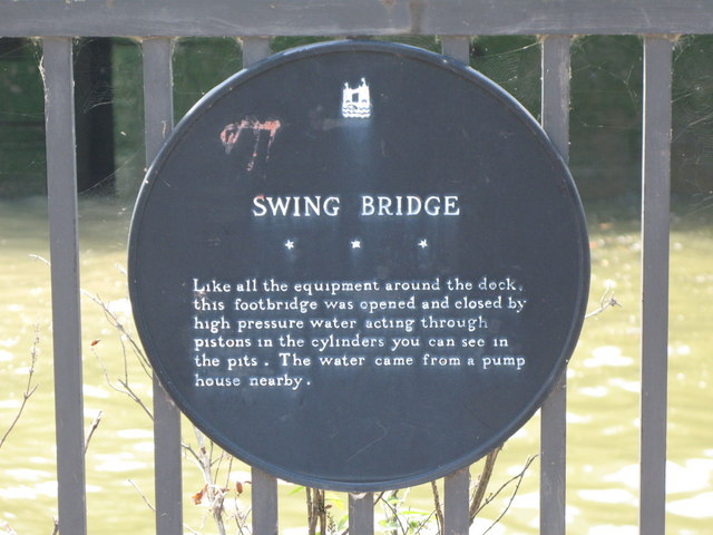 Plaque re the swing bridge at the entrance to Greenland Dock