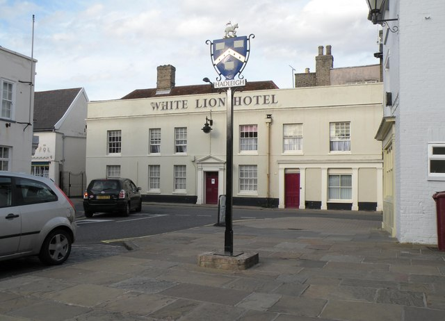 The White Lion Hotel and town sign